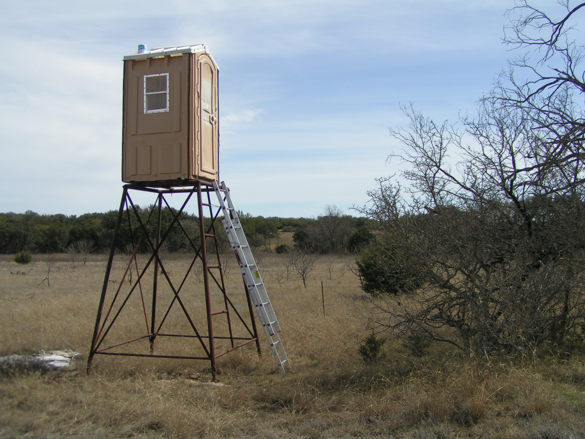 Deer Box Blinds For Sale http://jonbryan.com/index.php?/archives/164-Deer-Stands-The-Porta-Potty-Blind.html